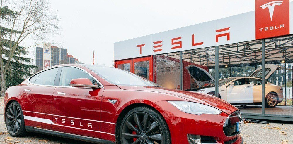 Nutty Professor Says Tesla's Stock to Be Sub-$100 amid Likely Acquisition