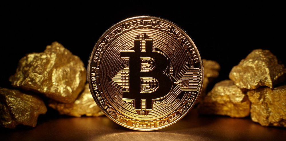 Wells Fargo Strategist Throws Shade on Gold While Bitcoin Outshines All