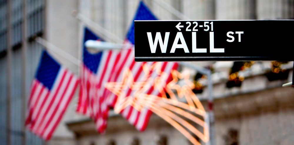 Dow Jones Makes a Comeback After Opening Bell Selloff; Cryptocurrencies Immune from the Chaos