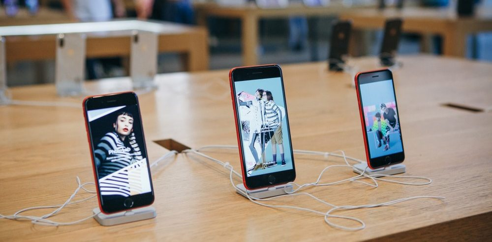 Apple Finds a New Way to Sell its Old (Still Expensive) Phones in Germany, a Trial is Still Coming