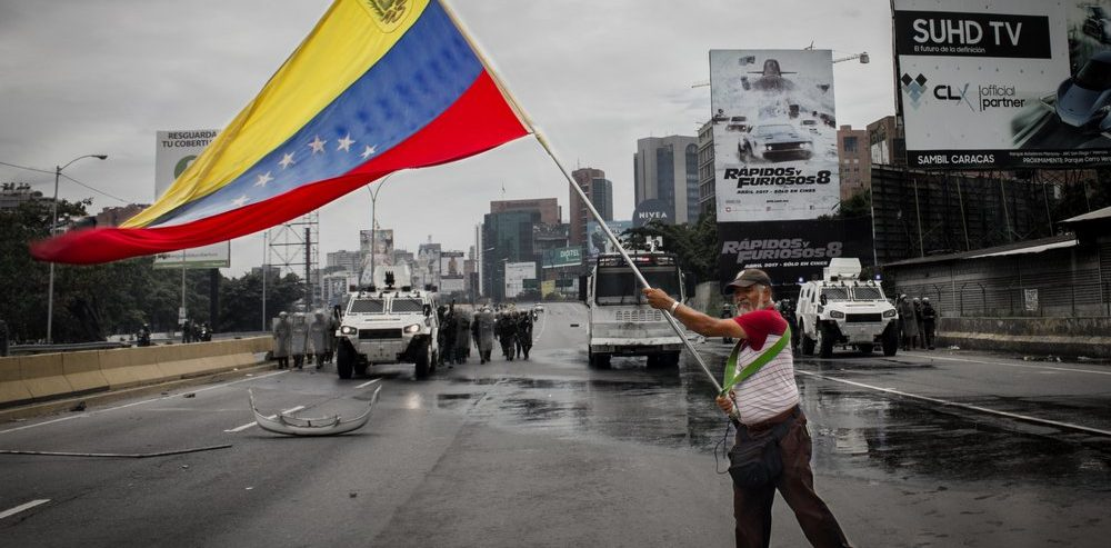 A Cryptocurrency Could Help Avoid Financial Chaos and Venezuela's Run