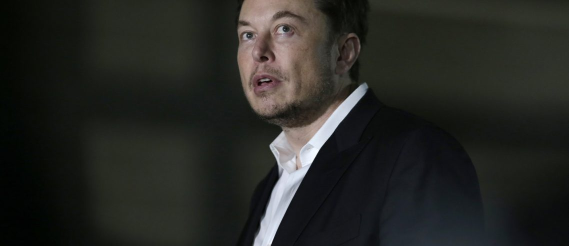 There's a $1.6 Billion Problem with Elon Musk's Plan to Close Tesla Stores