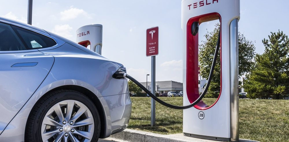 Tesla Worries Wall Street as Employees are Blindsided by Store Closures