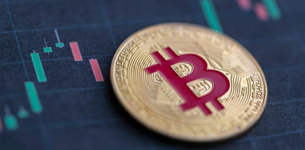 Bitcoin Analyst Bets $250,000 BTC Plunges 75%: Here's Why He'll Lose