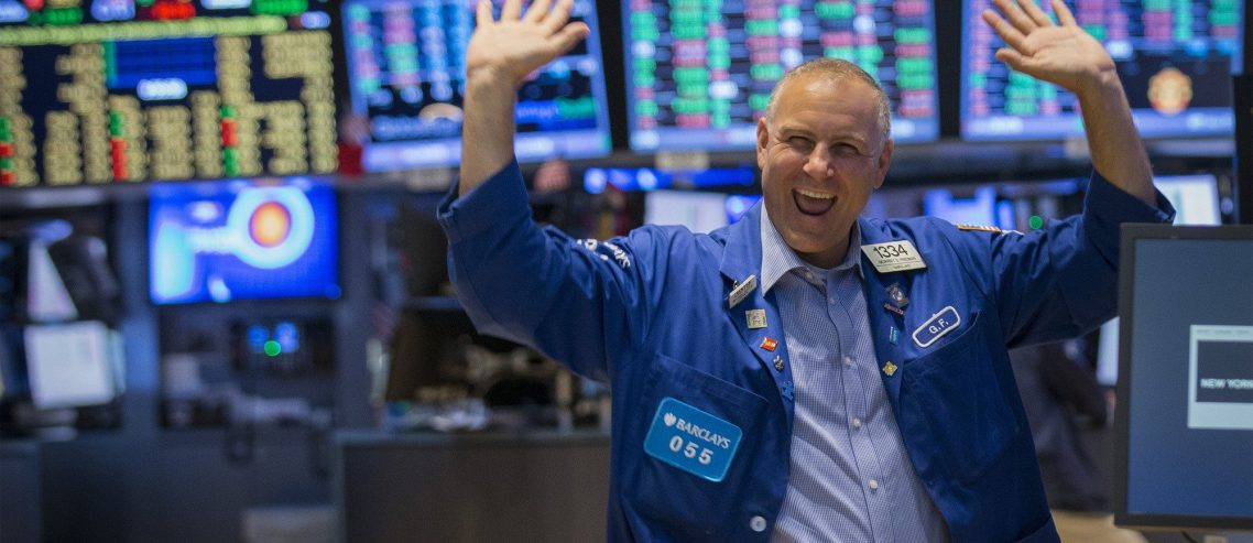 Dow Clambers Higher as Fed Sharpens Knife for Impending Rate Cut